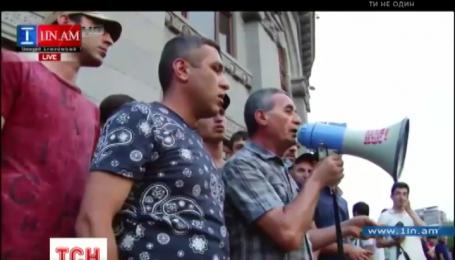 Кілька сотень протестувальників перебувають на площі Свободи у центрі Єревану