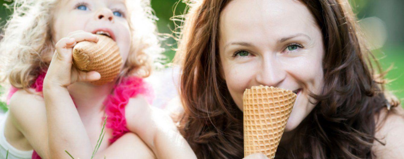 Сексуальное поедание мороженного
