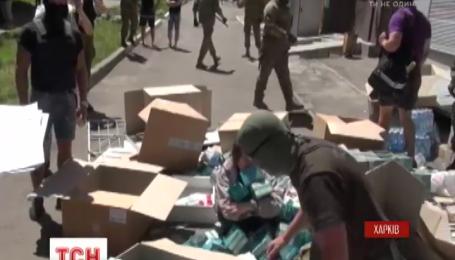 Харківські активісти розгромили дві аптеки, де за їхніми даними торгували наркотичними препаратами