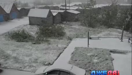 В Воркуте среди лета выпал снег