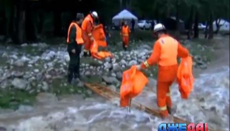 В Китае масштабное наводнение выводит из строя автомобили
