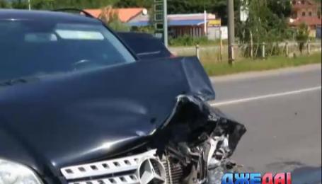 Вблизи Мукачево не разминулись внедорожник и Mercedes Sprinter