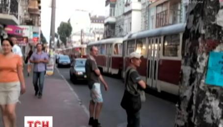 Нетрезвый военный за рулем Mercedes'а парализовал движение трамваев в Киеве