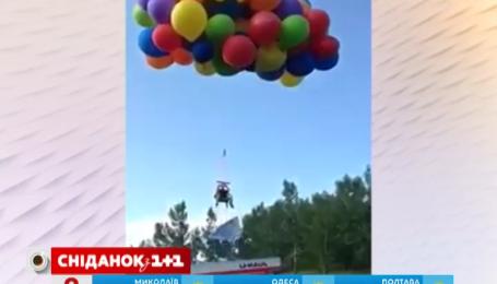 Канадець піднявся у небо на повітряних кулях