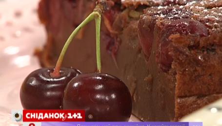 Руслан Сеничкин приготовил французский десерт с вишней