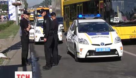 В столице полицейская машина протаранила маршрутку