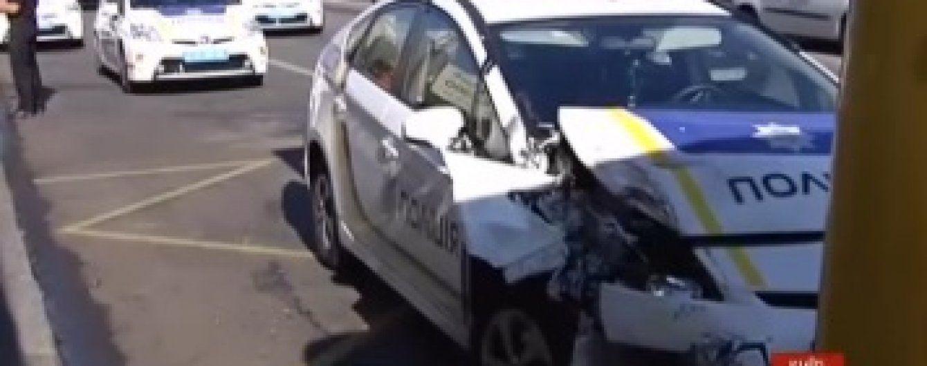 У Києві патрульне авто поліцейських влетіло у пасажирську маршрутку