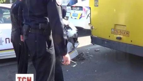 У Мережі з'явилося нове відео з місця ДТП патрульної машини і маршрутки