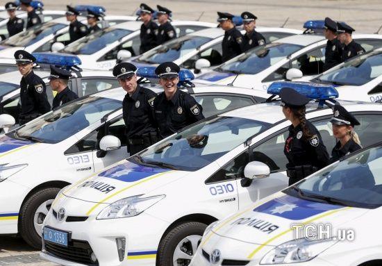У столиці авто патрульних наїхало на пішохода