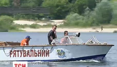 Українська спека б'є рекорди, люди рятуються біля води