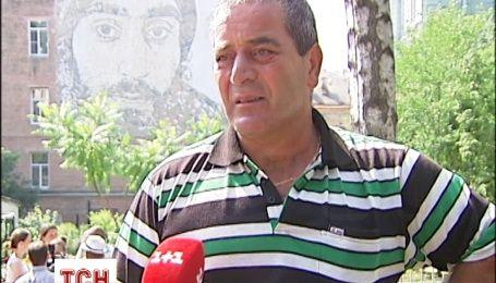Отец Нигояна благодарен за портрет сына и за уважения к герою