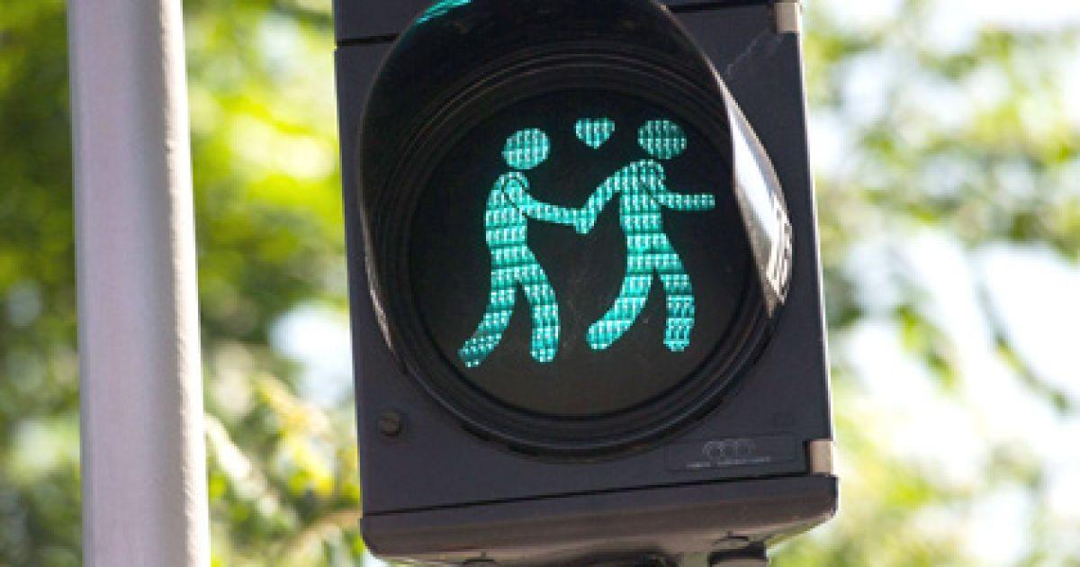 Петиция на сайте Киевсовета о запрете ЛГБТ-марша набрала 10 тысяч подписей