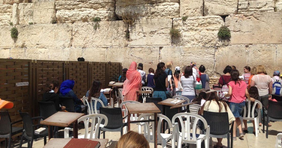 Лише коли стоїш перед Стіною Плачу, яка лишилася після руйнування Храму в першому столітті, сприймаєш всю її культовість @ Фото: Мирослава Ульяніна