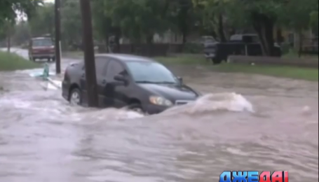 В штате Невада автомобили плавают по улицам