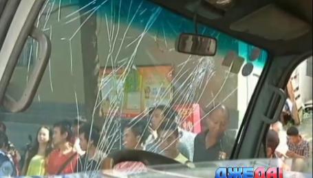 В Китае 11 автомобилей попали в массовую аварию