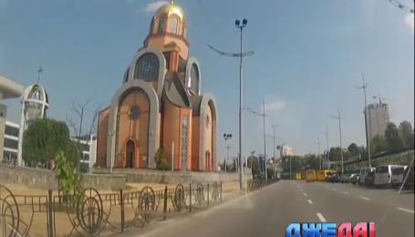 Церковники Московского патриархата обустроили в Киеве платную парковку