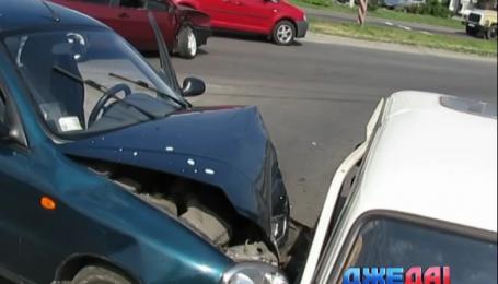 В Мариуполе неосторожность автоледи привела к массовой аварии