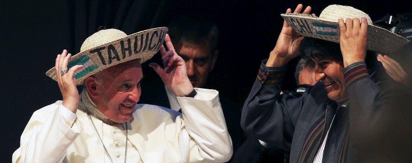 Президент Болівії зізнався Папі Римському, що регулярно жує листя коки
