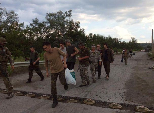 З'явилися фото визволених з полону бойовиків українських військових