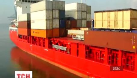 10 українських моряків уже понад місяць перебувають на заарештованому кораблі в гвінейському порту