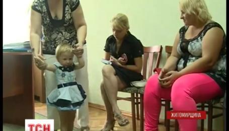 На Житомирщине милиция два дня искала двухлетнюю девочку, которую мать отдала своей подруге