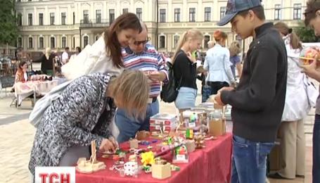 В центре столицы волонтеры организовали благотворительную ярмарку