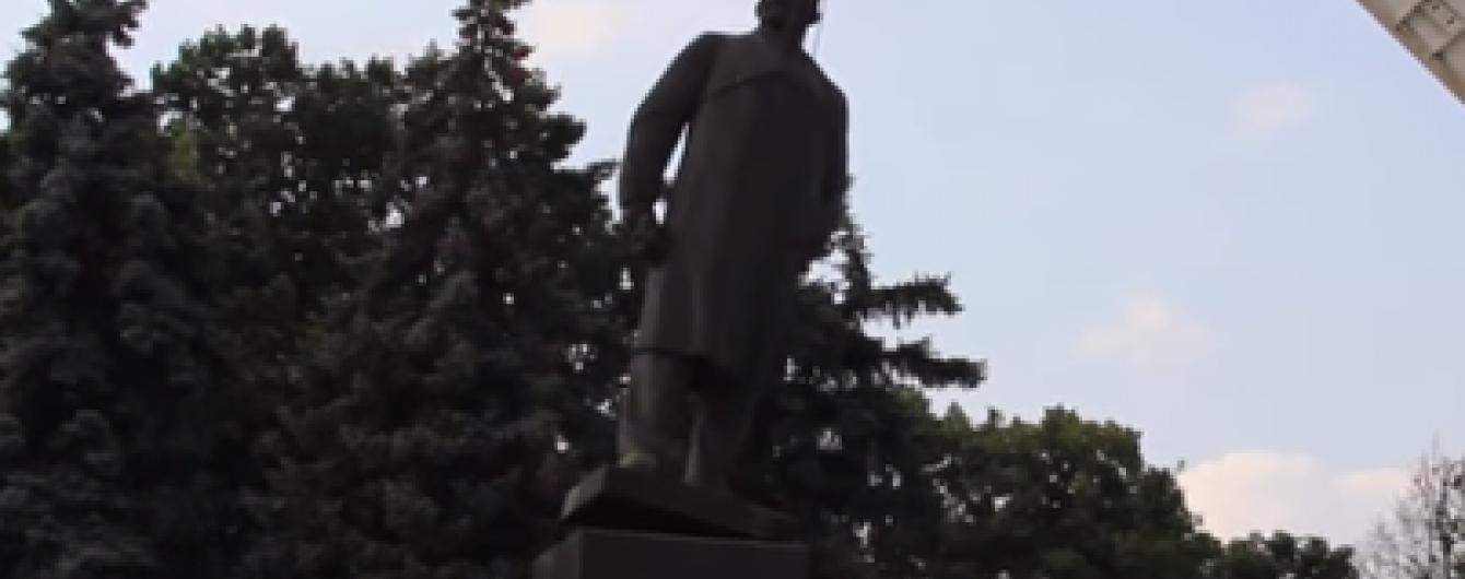 В Артемівську комунальники демонтували пам'ятник Леніну