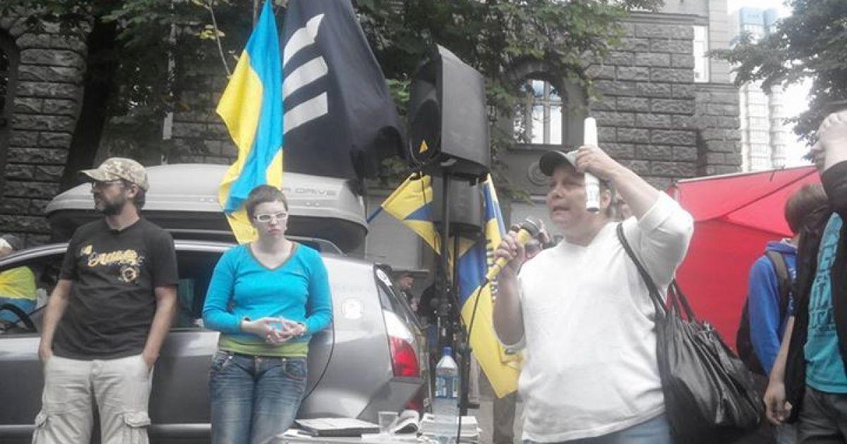 """На Банковой ждут прибытия пятнадцати автобусов с активистами, которые поддерживают """"Правый сектор"""" @ Facebook/Богдан Тицкий"""