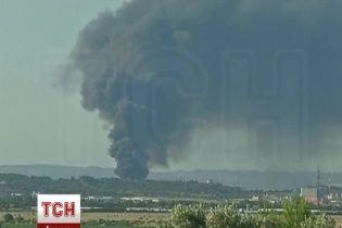 На нафтозаводі у Франції після двох вибухів почалася пожежа