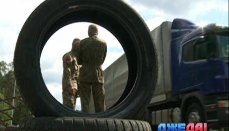 «Правый сектор» на въезде в Киев построил баррикады