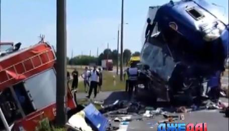 Пожарная машина и грузовик столкнулись в Польше
