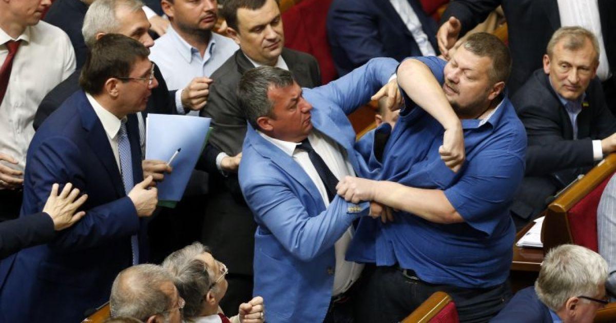 Мосийчук устроил драку