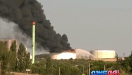 Чрезвычайное положение объявили во Франции из-за пожара на нефтехимическом комплексе