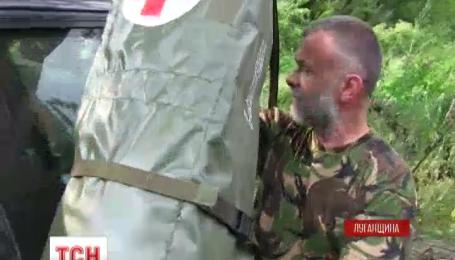 Медик батальйону «Київ-2» облаштував імпровізовану поліклініку в покинутій сільській хаті