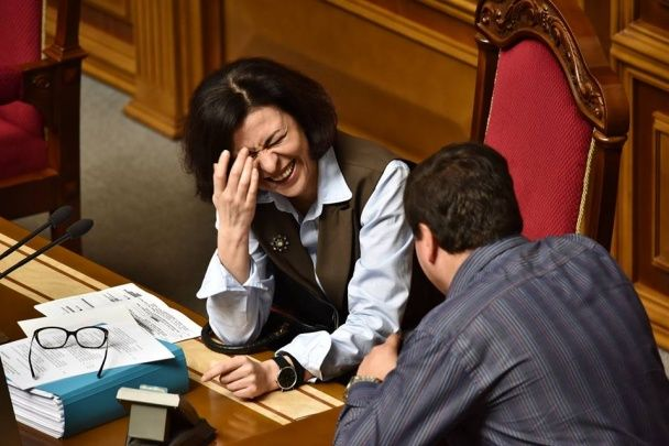 Стихи, песни, драка и иностранные гости: как Рада голосовала за изменения к Конституции