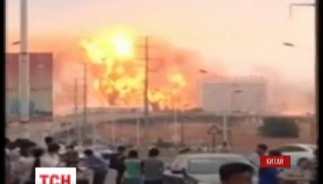 У східному Китаї сталася потужна пожежа на нафтохімічному заводі