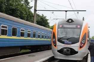 """""""Укрзалізниця"""" призначила додаткові поїзди. Розклад руху"""