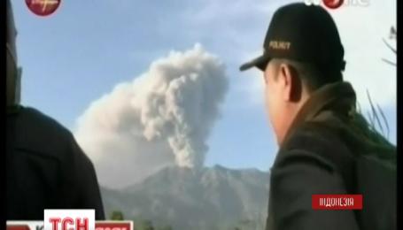 Индонезийский вулкан Раунг парализовал авиасообщение в стране