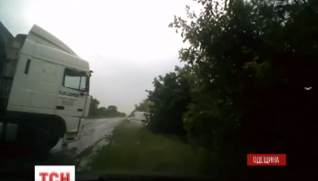 На трассе Рени-Одесса пассажирская маршрутка столкнулась с фурой