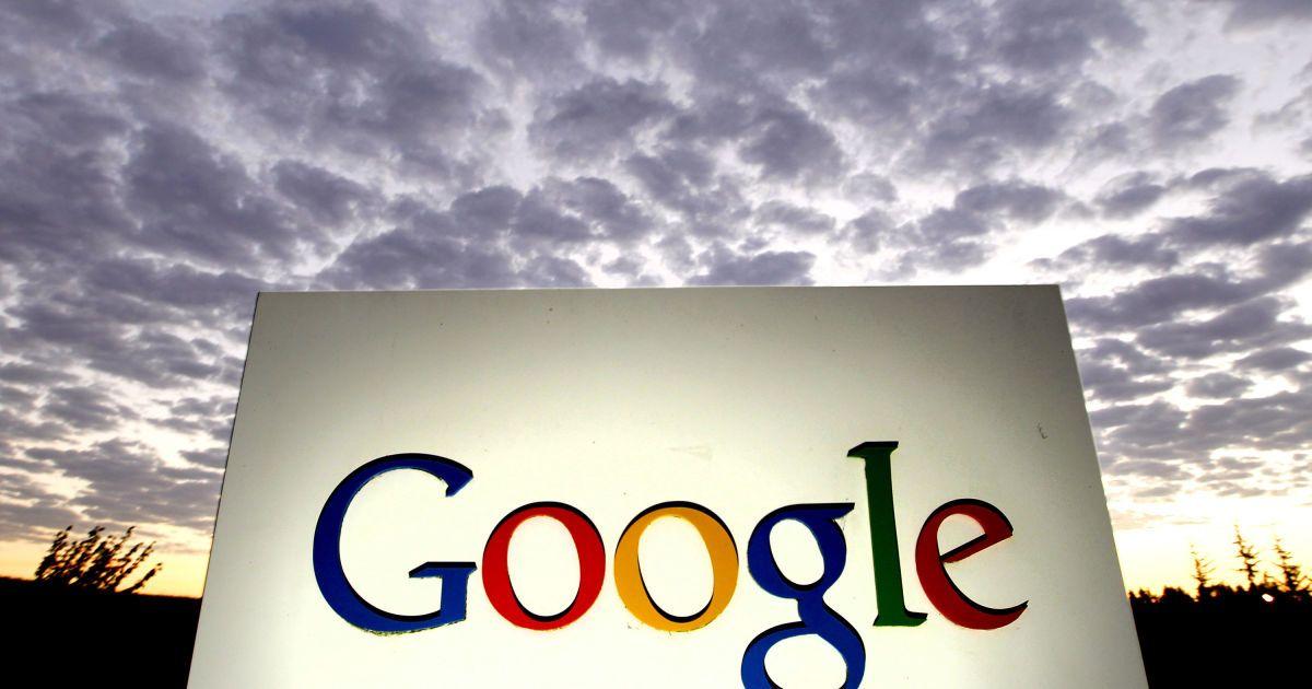 Российских чиновников могут начать увольнять за пользование Google и WhatsApp