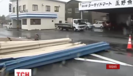 На півдні Японії евакуюють понад 350 тисяч людей через потужний тайфун Нангка