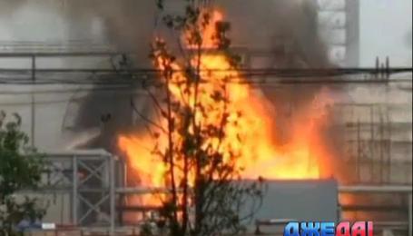 Более 150 спасателей тушат пожар на нефтехимическом заводе в Китае