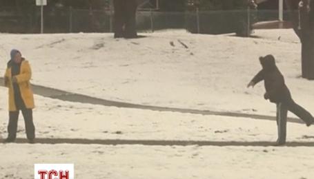 Австралию продолжает засыпать снегом