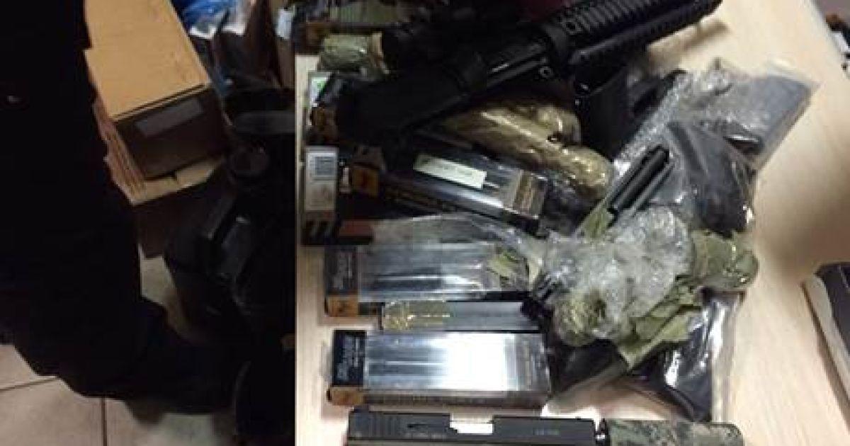 """Под Киевом """"накрыли"""" торговцев оружием с огромным арсеналом"""