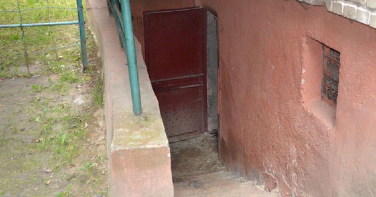 У підвалі знайшли схрон зі зброєю @ ГУМВС України у Львівській області