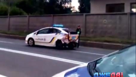 В столице таксист протаранил полицейскую машину