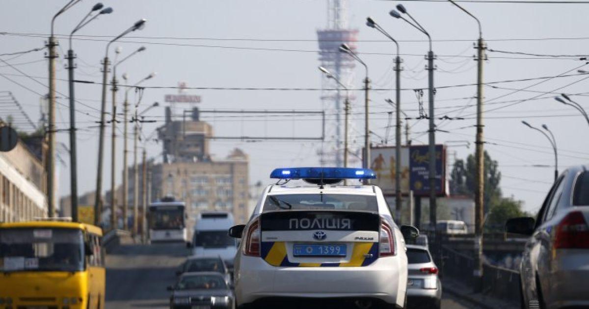 Поліцейський впіймався на гарячому, коли хотів продати вкрадений мотошолом