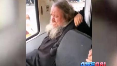 В российской глубинке пьяный священник устроил драку в трамвае