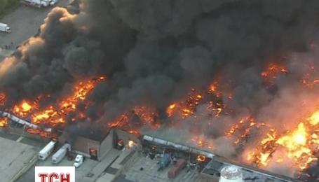 В Нью-Джерси дотла выгорел склад