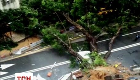 В Гонконге бушует шторм